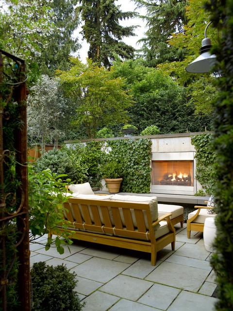 Alfresco Living contemporaneo-patio