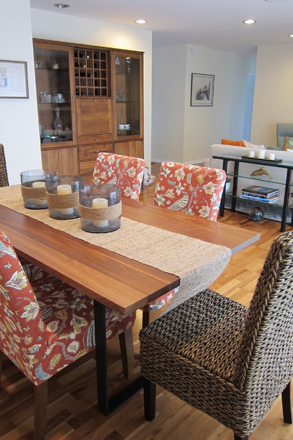 Beachy Mid Century beach-style-dining-room