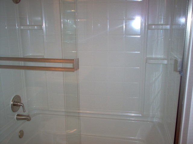 Fiberglass 4 Piece Combo Tubshower With Brushed Nickel