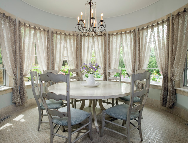 Casual Chic Dining