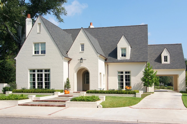 Majestic Oaks Residence traditional-exterior