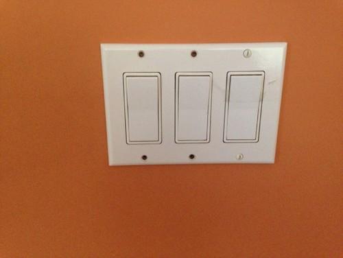 Three Light Bulbs Three Switches