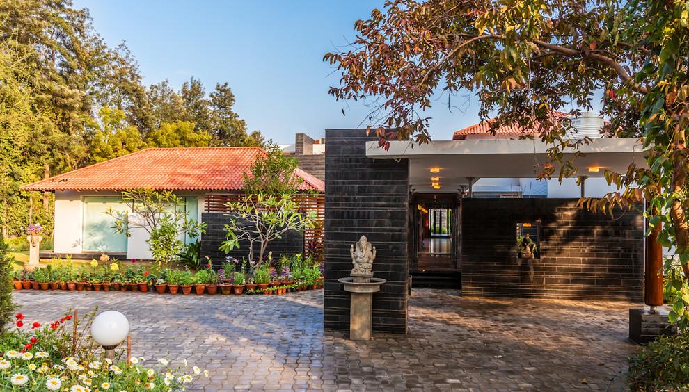 G Farmhouse - Indian - Exterior - Delhi - by Kumar Moorthy ...