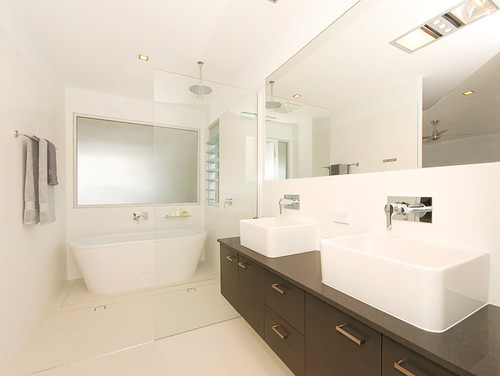 freestanding bath in a small space? yes or no