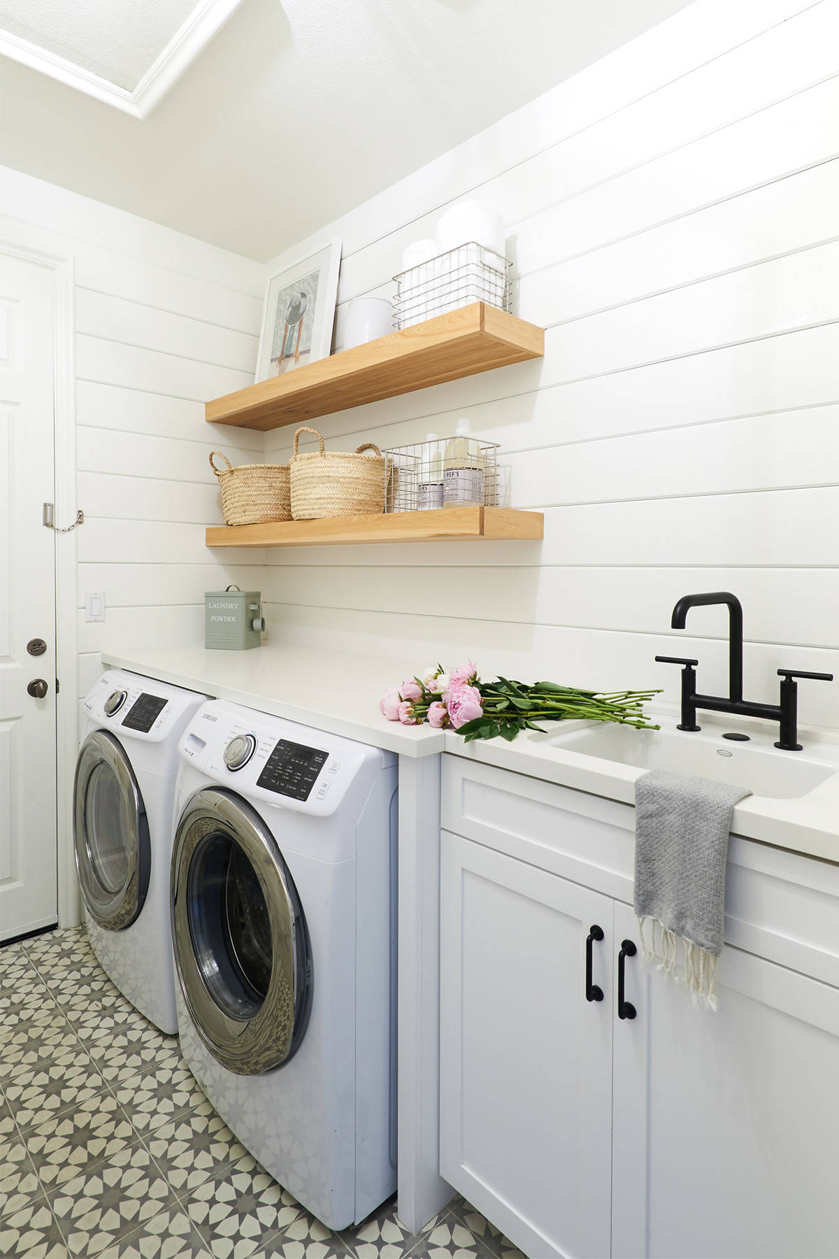 Wire Shelving Laundry Room Ideas Houzz