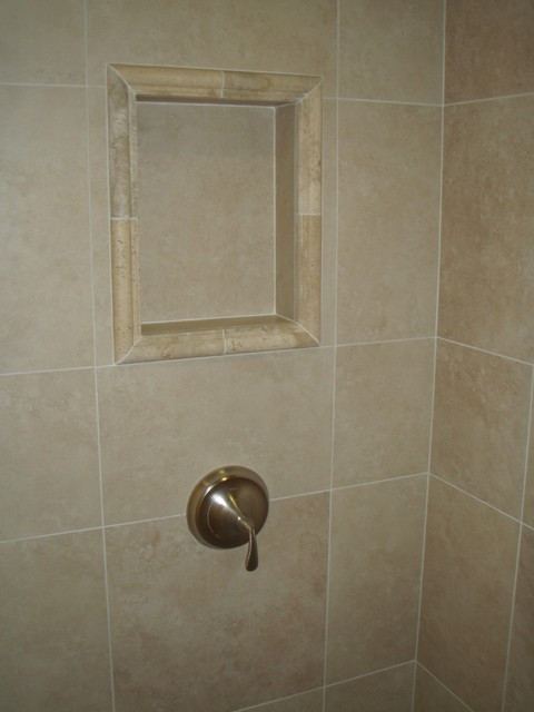 Porcelain Wall Tile With Travertine Detail At Crown And