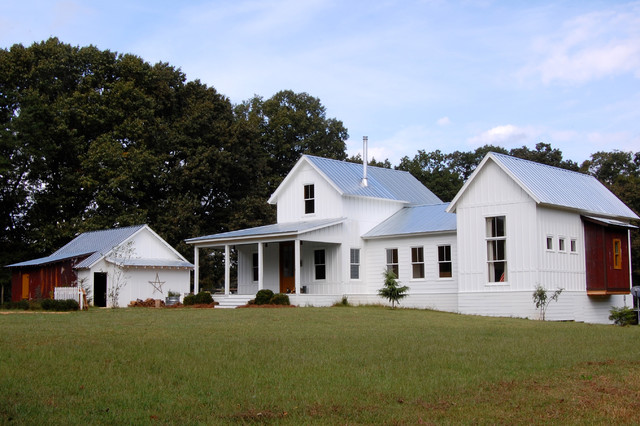 My Houzz: Colorful Vintage Finds fill a Chic Modern Farmhouse farmhouse-exterior