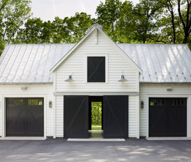 Classic Farmhouse Farmhouse Garage