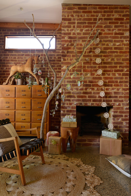 Holiday Decorating: Celebrating an Australian Christmas outdoors eclectic-living-room