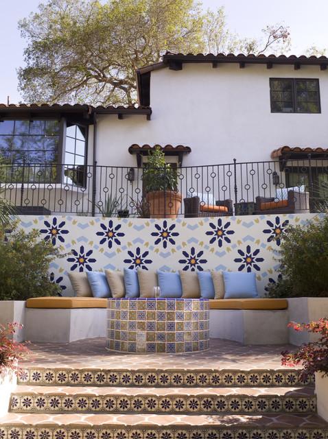 Spanish Revival mediterranean-garden