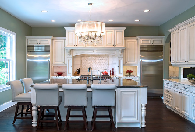 Traditional Glitz traditional-kitchen