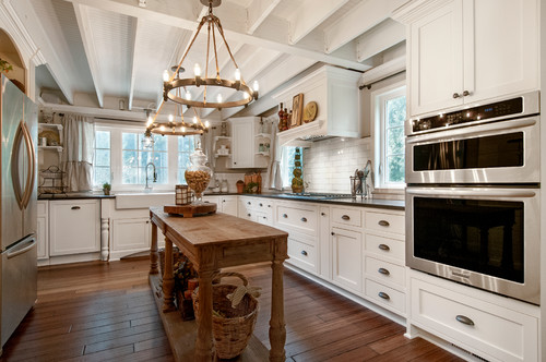 I Love This Traditional Farmhouse Kitchen With Two Large Ring Chandeliers Over The Island E