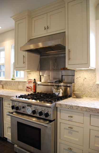 Professional 30 Stove Stainless Steel And Granite Backsplash Traditional Kitchen Boston