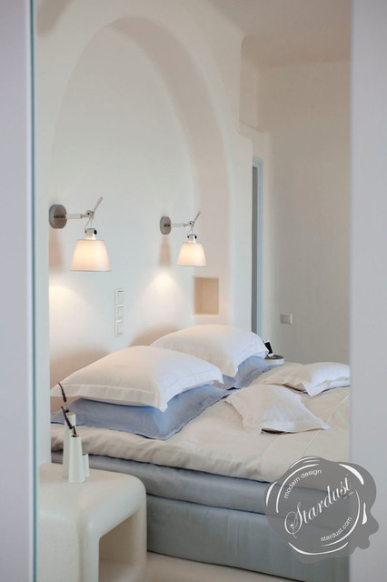 Modern Bedroom Design With Artemide Tolomeo Wall Lamps
