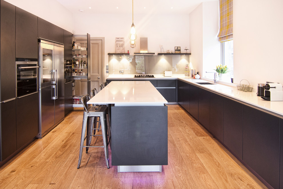 U-shaped kitchens can feature islands