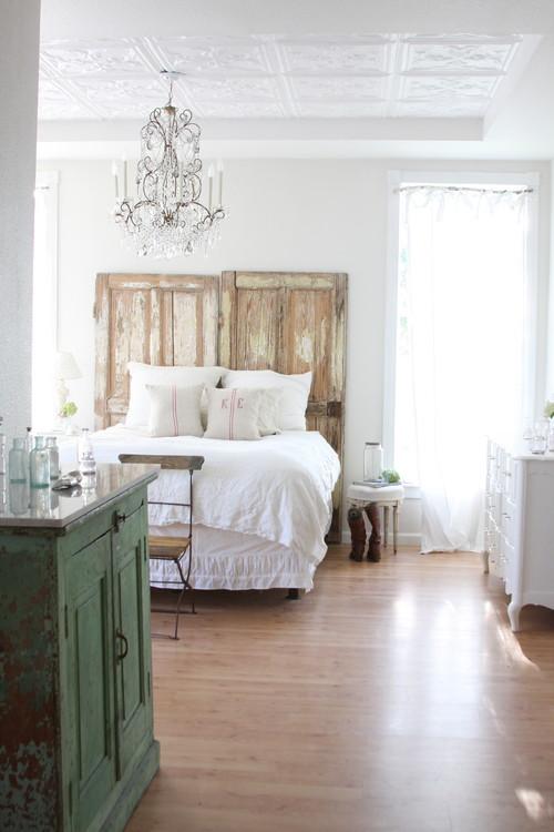 Elementos reciclados y DIY para decorar el cabecero de la cama