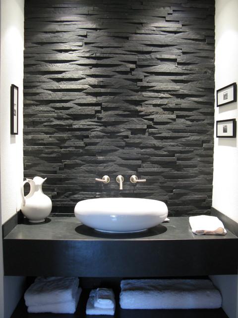 pierre naturelle dans la salle de bains