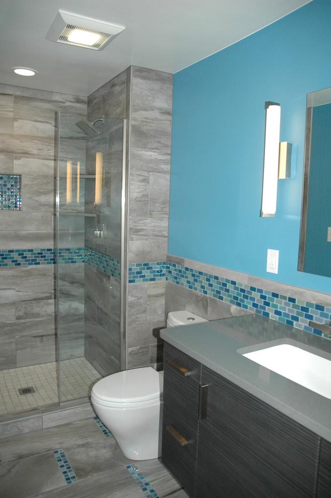 master bath blue glass mosaic accent