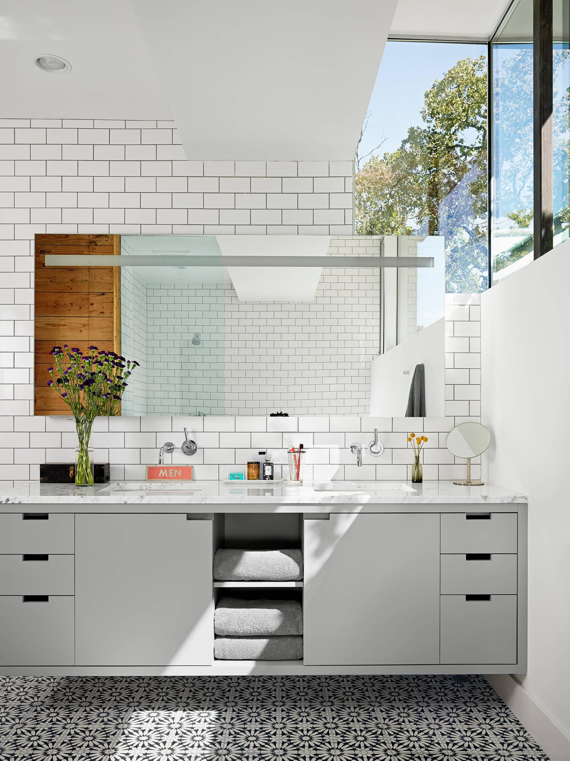 https www houzz com photos white subway tile grey grout phbr0lbl bl l 36904