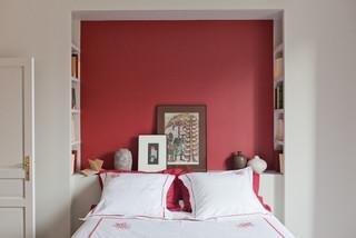 chambre avec un mur rouge photos et