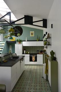 cuisine avec un sol vert photos et