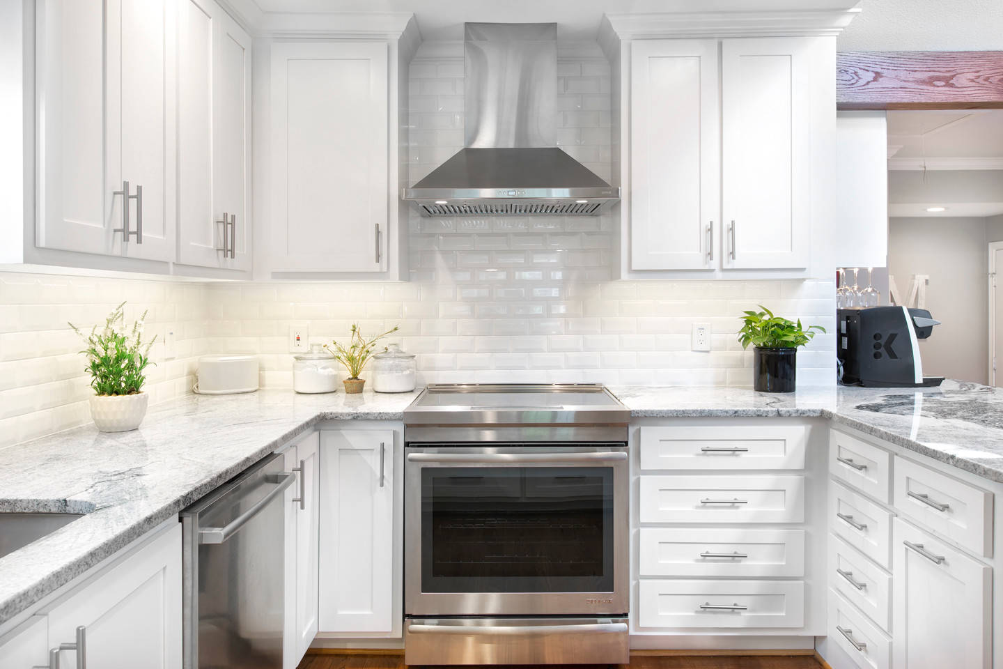 75 Beautiful White Kitchen With Granite Countertops Pictures Ideas November 2020 Houzz