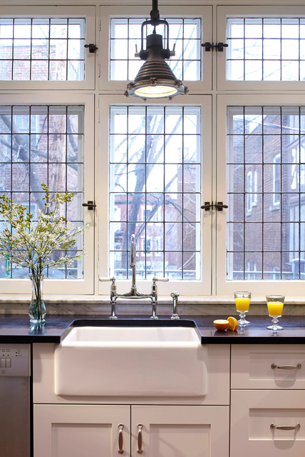 which faucet goes with a farmhouse sink