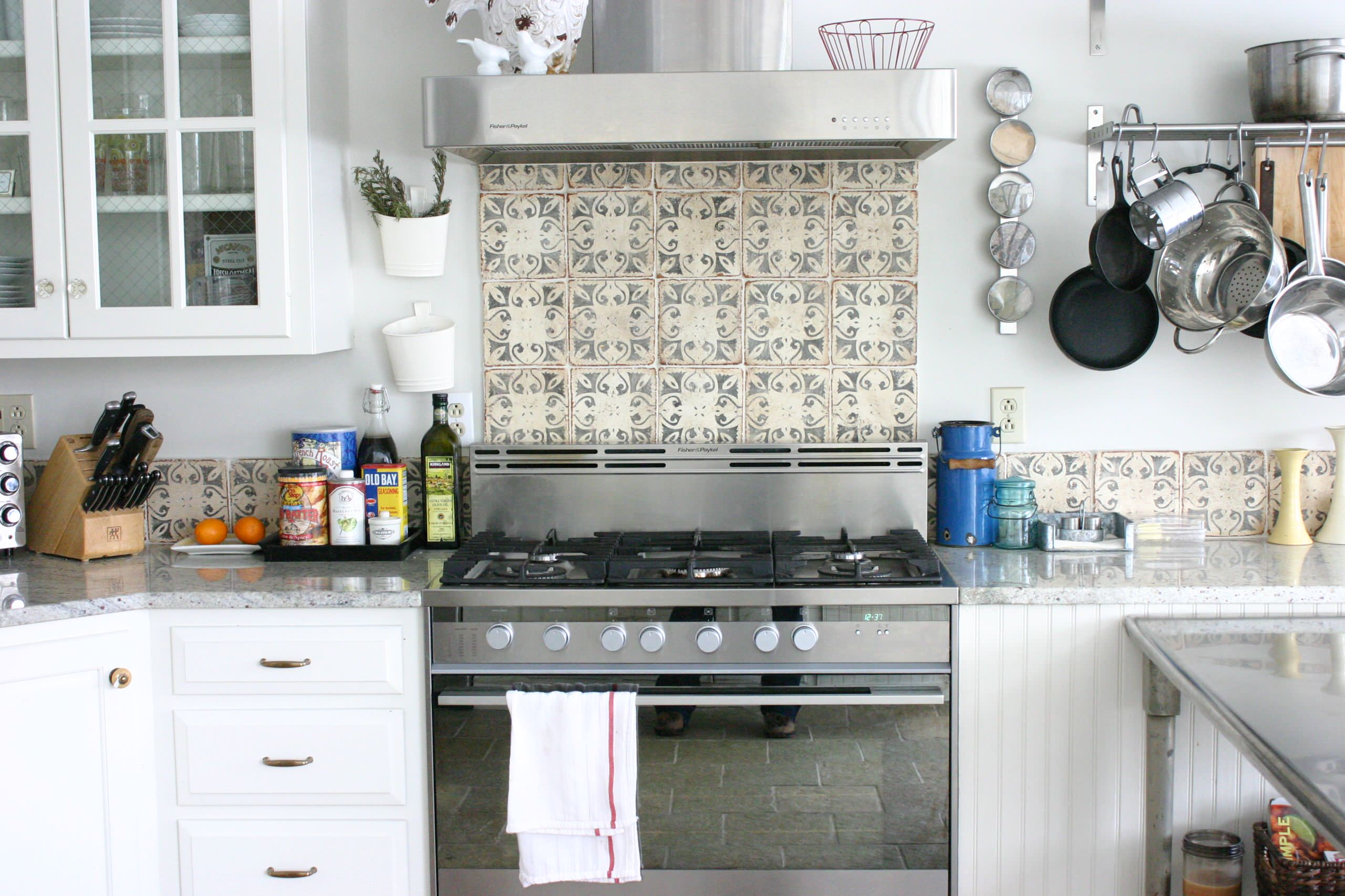decorative stove backsplash