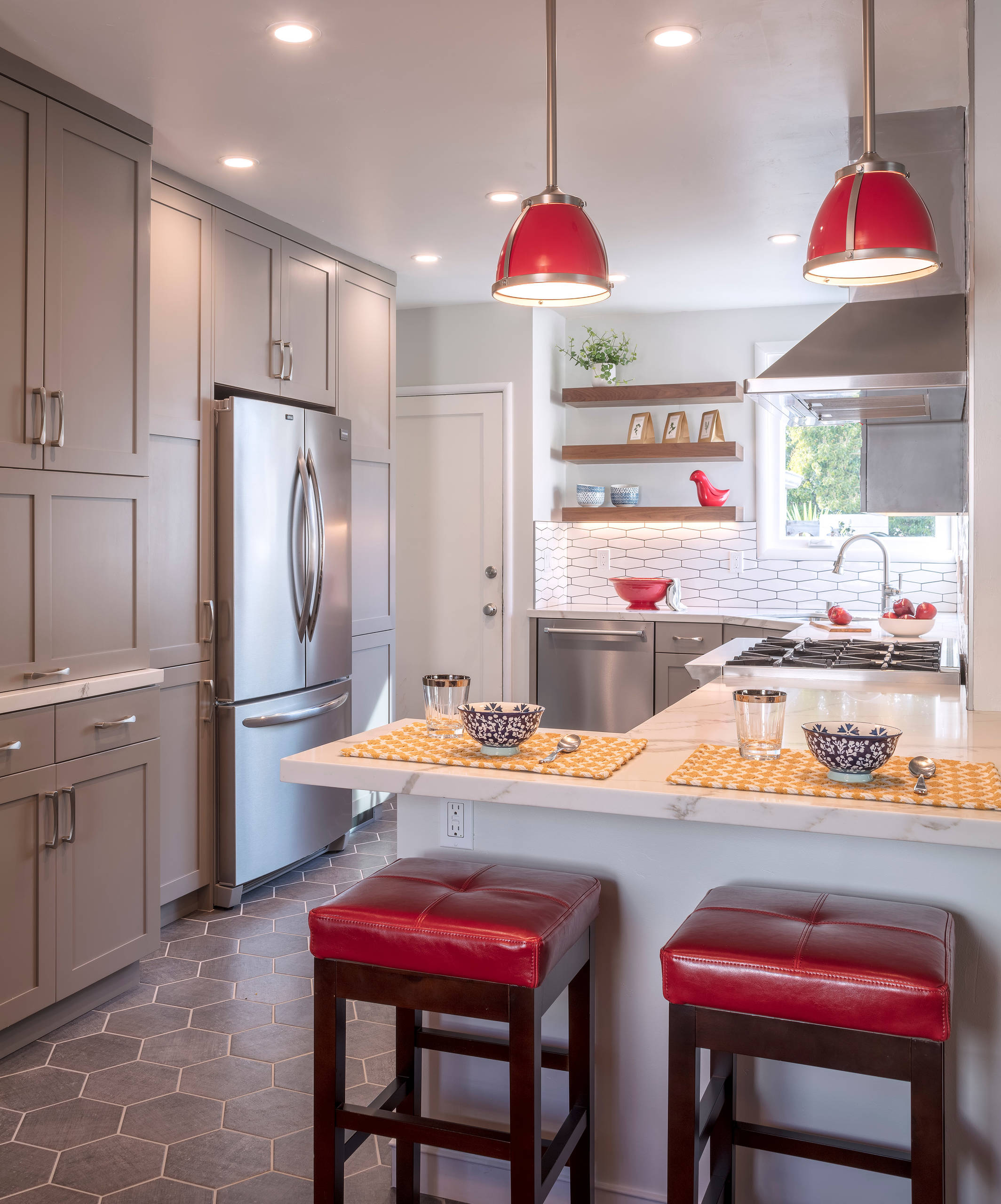 backsplash with red accent tile kitchen