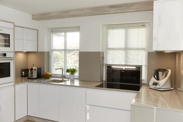 U-förmige Küche in Hochglanz weiß - Modern - Küche ...