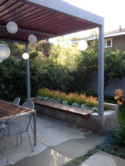 mid century modern patio with concrete