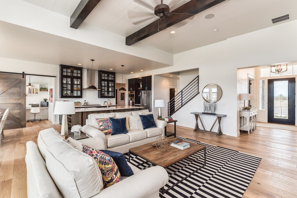On Trend 75 Farmhouse Living Room Pictures Ideas August 2021 Houzz