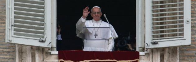 """Papa Francesco, il primo Angelus: """"La misericordia rende il mondo più giusto"""""""