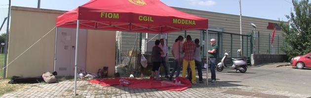 Modena, l'azienda manda i lavoratori in ferie e intanto si trasferisce in Polonia