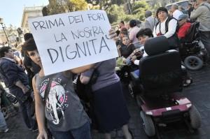 """Sit-in """"Il welfare non è un lusso, contro i tagli alle politiche sociali"""""""