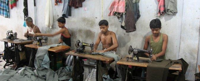 """Bangladesh, nel tessile fa affari con l'Italia per 1,2 miliardi. Ong: """"Salari bassi e ambienti rischiosi: lavoratori sfruttati"""""""