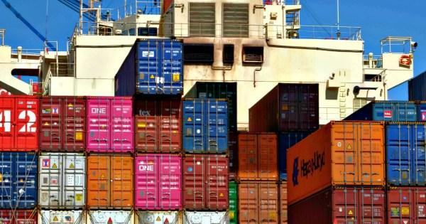 """Commercio estero, a novembre export giù del 4,2%: mai così male dal 2011. Istat: """"Influenzato dalla cantieristica navale"""" - Il Fatto Quotidiano"""