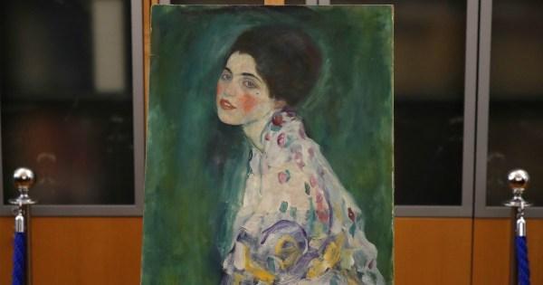 Piacenza, il quadro trovato nel giardino della Galleria è un Klimt scomparso vent