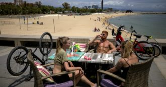 Coronavirus, Spain relaunches tourism safely: blanket checks and forms to fill out