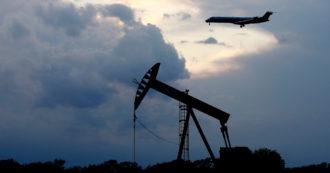 """Petrolio, la """"svolta verde"""" post Covid è all'indietro: consumi oltre i 1 00 milioni di barili al giorno nel 2023 e crescita fino almeno al 2026"""