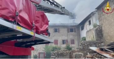Vittorio Veneto, fulmine colpisce una casa e scoppia un incendio: morto un uomo di 68 anni