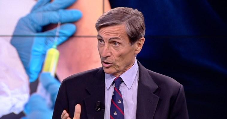 """Astrazeneca, immunologo Mantovani: """"Vaccino ai più giovani? Da Cts mi aspetto scelta di prudenza e tetto d'età"""""""