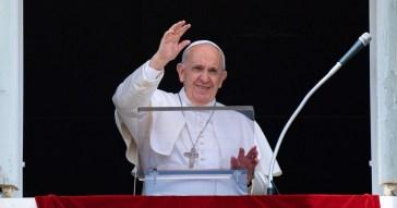 Vaccino Coronavirus, Papa Francesco ha ricevuto la terza dose. Il Vaticano ha iniziato da pochi giorni le somministrazioni