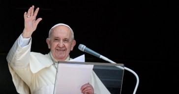 """Papa Francesco: """"Sono ancora vivo, ma alcuni mi volevano morto. Pensavano già al conclave"""""""