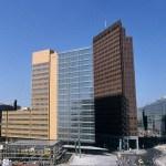 Bolla immobiliare e affitti alle stelle, le soluzioni: dalla lotta per la casa a Berlino al Bosco verticale in social housing di Eindhoven. E a Vienna 6 case su 10 hanno canoni controllati