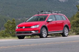 2017 Volkswagen Golf Alltrack Reviews and Rating | Motor Trend