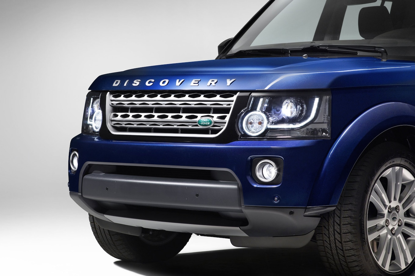 2014 Land Rover LR4 Drops 5 0L V 8 for Supercharged 3 0L V 6
