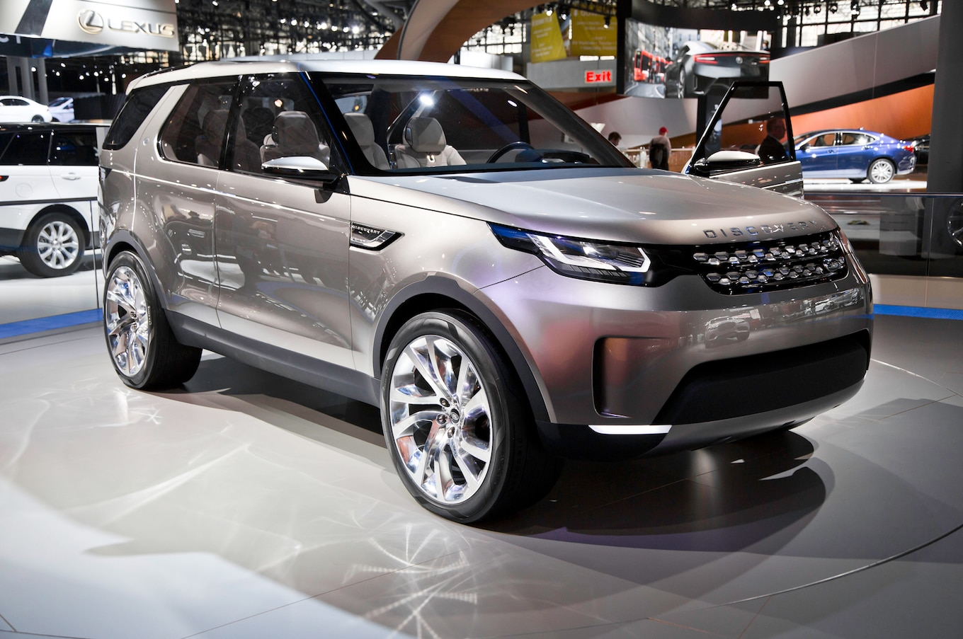 Land Rover Discovery ing to U S in Mid 2017 Motor Trend