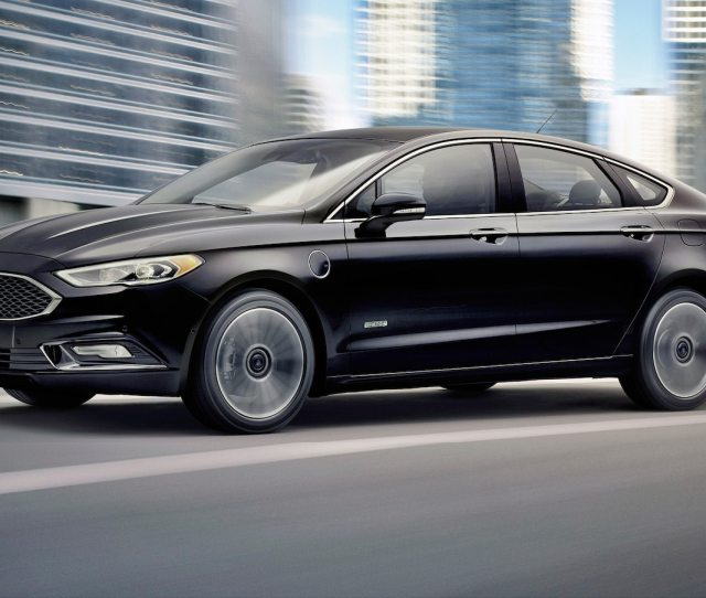 Ford Fusion Hybrid Vs Fusion Energi Which One Makes More Sense Motor Trend