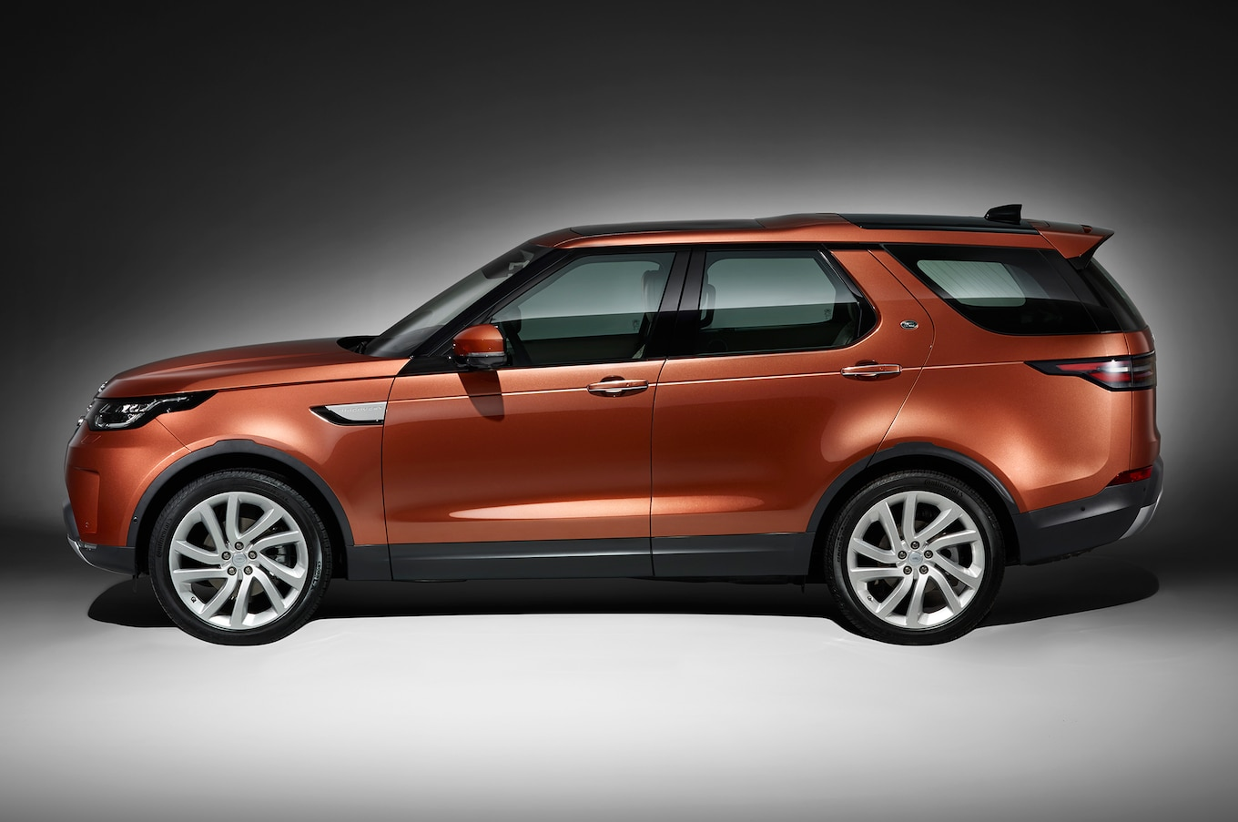 New Land Rover Discovery Is Ugly – Why Design Boss Blames License